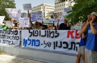 Demonstrating at the Knesset against Kahlon's move [Photo: Dov Greenblat]